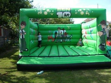 bouncy castles for hire in dorset,blandford,bridport,dorchester,sherborne, bournemouth,poole,